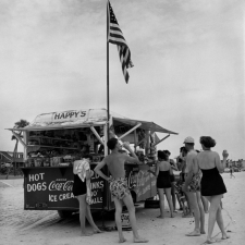 happys-refreshment-stand-daytona-beach-florida-1954