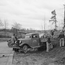 Convicts working on state road, North Carolina. 1936