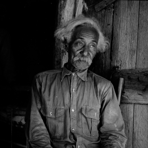 Bob Lemmons, Carrizo Springs, Texas. Born a slave about 1850, south of San Antonio. Came to Carrizo Springs during the Civil War with white cattlemen seeking new range. In 1865, with his master was one of the first settlers. Knew Billy the Kid, King Fisher, and other noted bad men of the border. August, 1936.