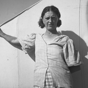 """In a carrot pickers' camp, Imperial Valley, California. Woman from Broken Bow, Oklahoma. """"Are you going to take my picture, wait till I get my hair combed"""". February, 1939."""