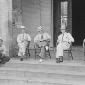 Farmers exchange news and greetings in front of courthouse on Saturday afternoon. Versailles, Kentucky. 1940