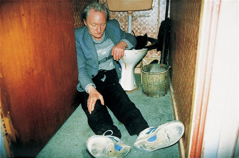 billingham ohnetitel Custom RICHARD BILLINGHAM: Reinterpreting Unconventional Family Photographs: Returning to Richard Billinghams Rays a Laugh; Series (2007)