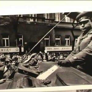 """ASX.TV: Josef Koudelka – """"Invasión 68 Praga"""" (Argentina) (2010)"""
