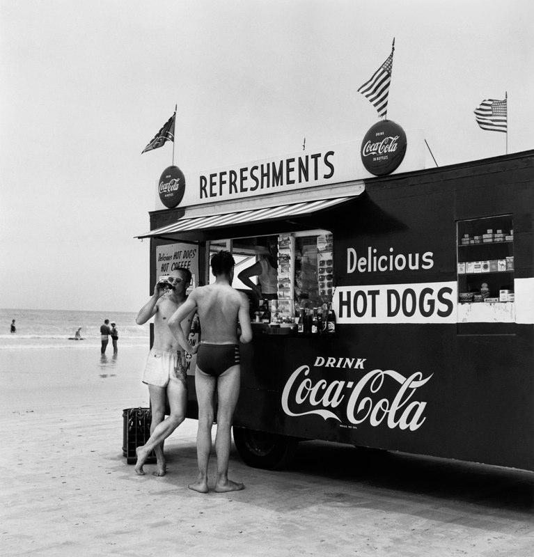 Berenice Abbott – The Photographer of New York City – AMERICAN SUBURB X