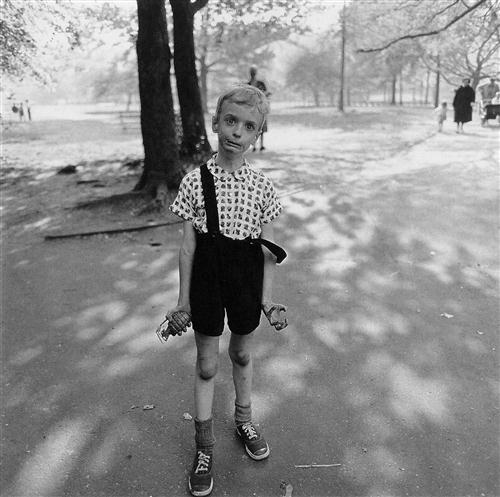 diane arbus Boy with a Toy Grenade in Central Park, (1962)