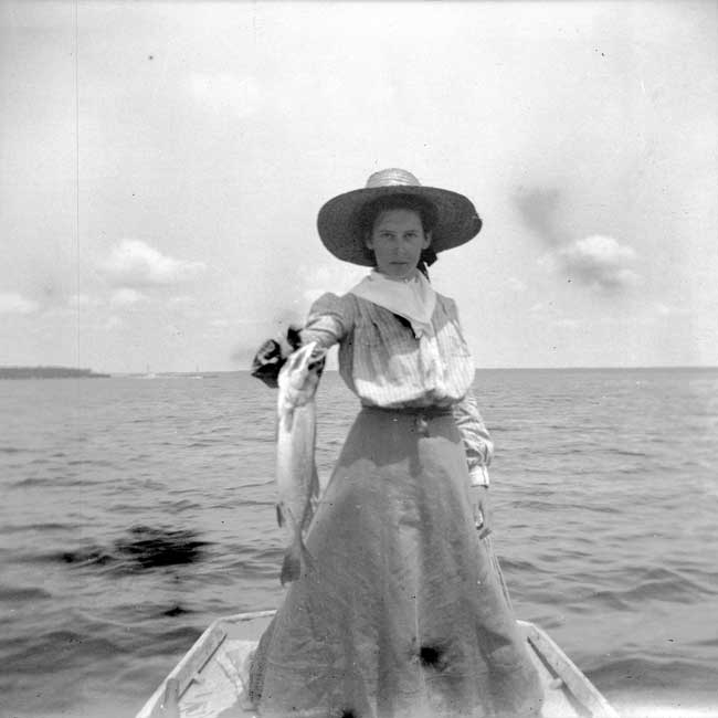 Lucie Fishing, 1899-1900